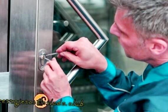 Llame y confíe en Cerrajeros profesionales enVilladangos del Páramo con muchos años de experiencia para solucionar sus problemas