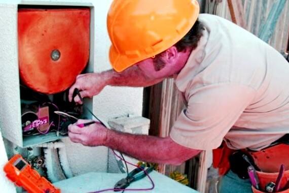 Electricistas baratos en Roda de Bará